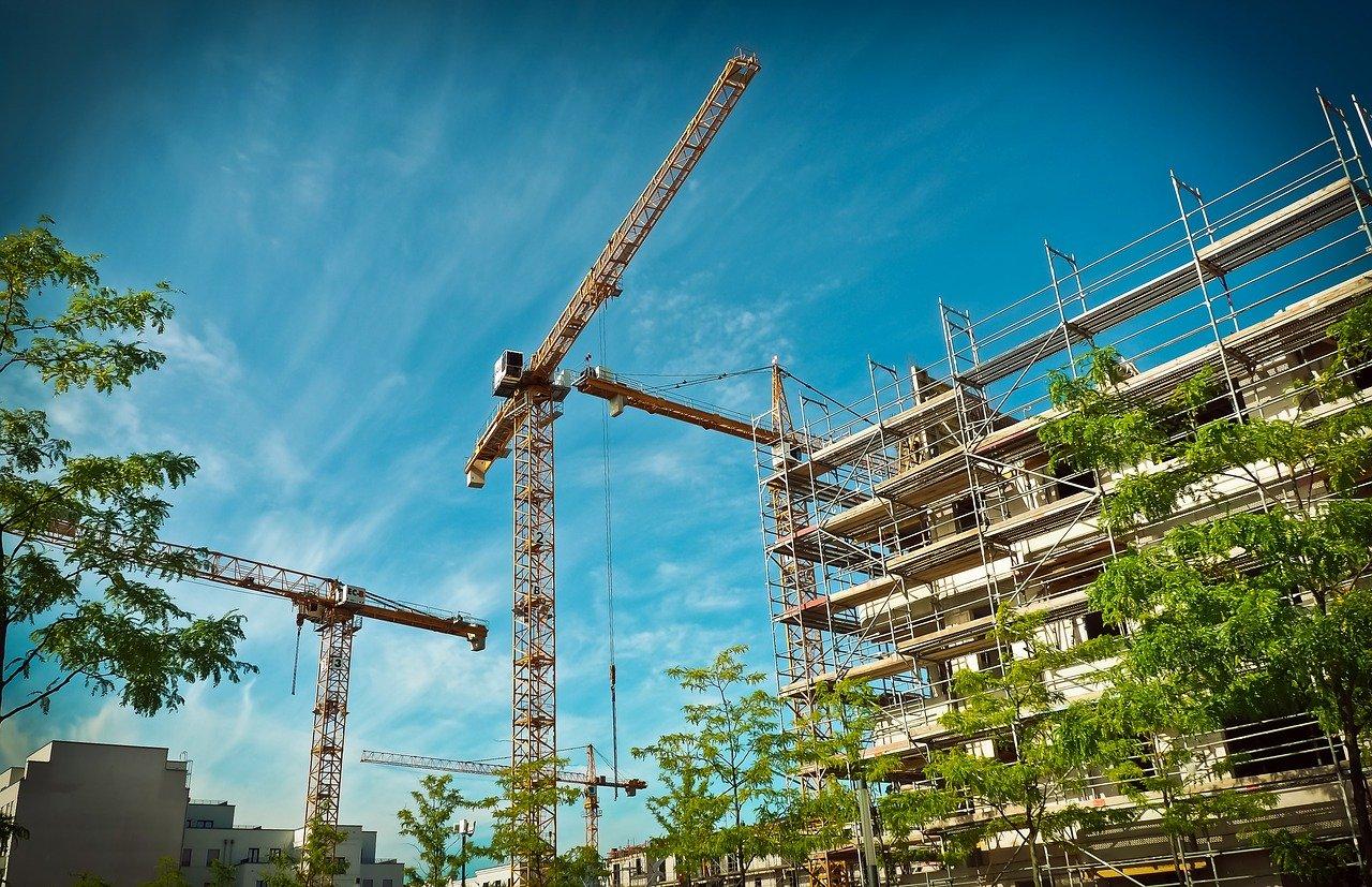 Bouwen, bouwen, bouwen… Steden groeien uit hun jasje en nog is er woningnood. Wat is er toch aan de hand?